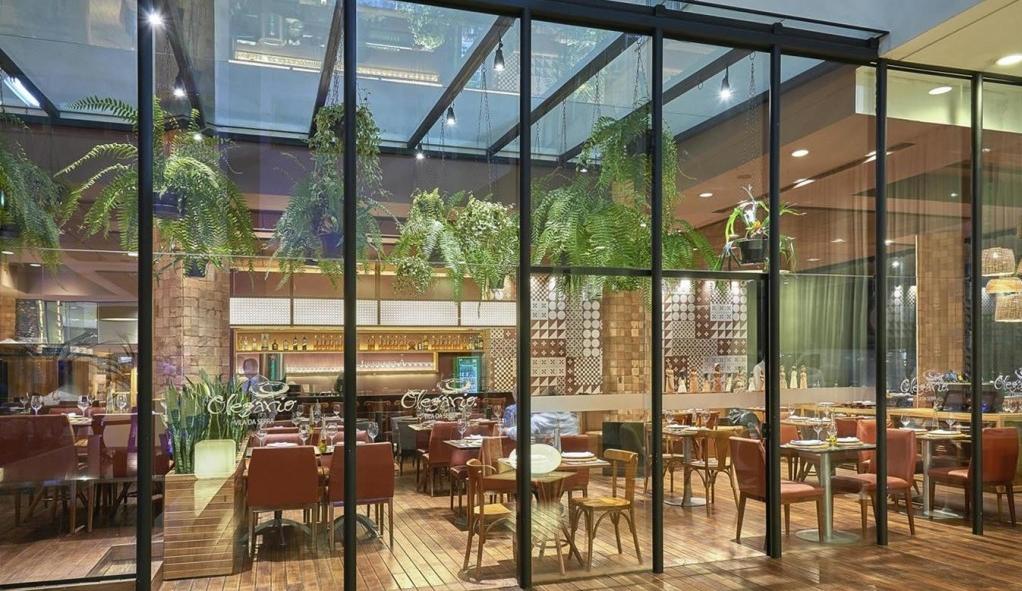 Envidraçamento de fachada de loja bares e café em BH